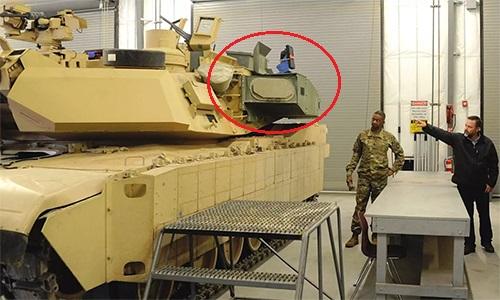 Hệ thống phòng thủ chủ động trên tăng M1A2 SEPv3 (khoanh đỏ). Ảnh: US Army.