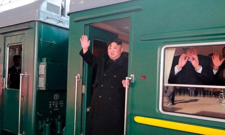 Chủ tịch Kim Jong-un trước khi khởi hành từ Bình Nhưỡng đi Việt Nam hôm 23/2. Ảnh: KCNA.