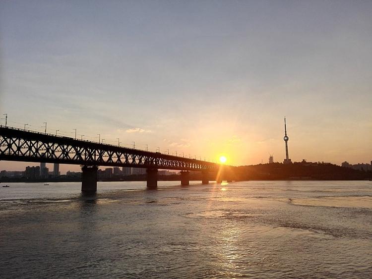 Cầu Vũ Hán Trường Giang. Ảnh: QQ.