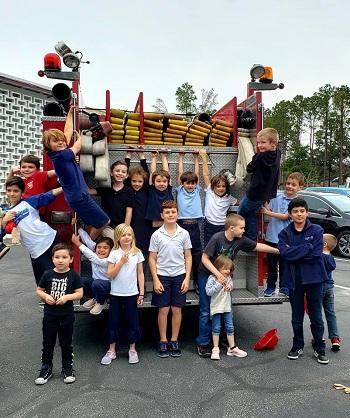 Bữa tiệc sinh nhật thứ hai của Cooper có sự tham gia của rất nhiều học sinh ở trường. Ảnh:Facebook Sở cảnh sát Port Royal
