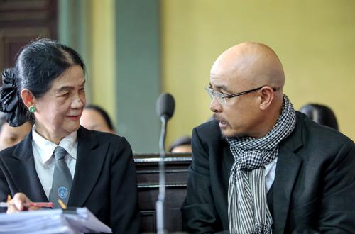Ông Vũ và luật sư. Ảnh: Thành Nguyễn.