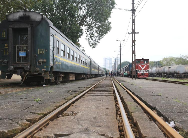 Ga Gia Lâm vẫn có tàu chuyến tàu liên vận quốc tế Gia Lâm - Nam Ninh hoạt động bình thường. Ảnh: Tất Định.