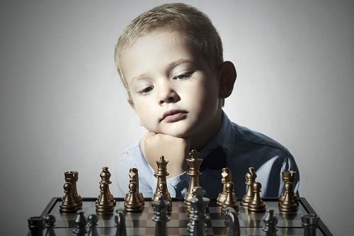 Cách nuôi dạy của cha mẹ ảnh hưởng lớn đến việc phát triển tài năng của trẻ nhỏ. Ảnh: Shutterstock