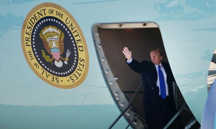 Trump ngày 25/2 lên chuyên cơ tại Maryland để đến Hà Nội. Ảnh: AFP.
