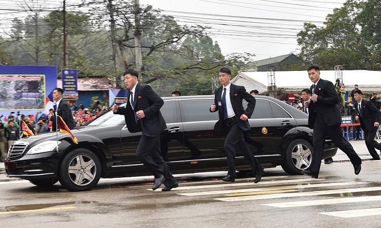Kết quả hình ảnh cho Đoàn cận vệ hộ tống Chủ tịch Triều Tiên Kim Jong