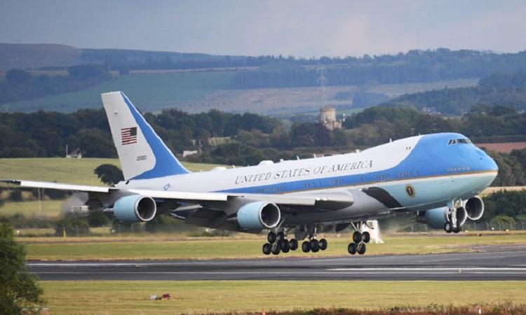 Air Force One tốn khoảng 3 triệu USD để bay đến Việt Nam