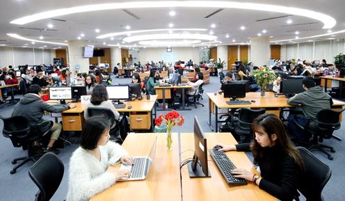 Phòng tin tức, nơi làm việc của phóng viên và biên tập viên ởHà Nội, chiều 25/2. Ảnh: Lâm Thoả