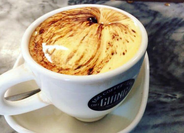 Cafe trứng là món đồ uống được UBND TP Hà Nội đặt mỗi khi tiếp khách quốc tế. Ảnh: KS