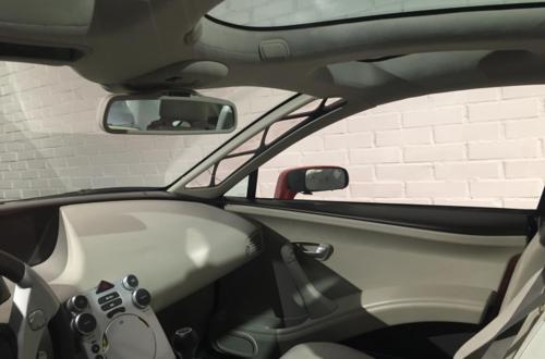 Cột A trên xe Volvo có nhiềukhoảng trống lắp tấm mica có thể giúp tài xế nhìn xuyên ra bên ngoài. Ảnh: Đức Huy.