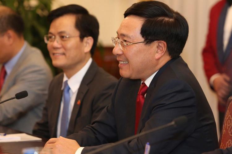 Phó Thủ tướng Phạm Bình Minh, phải và Đại sứ Việt Nam tại Mỹ Hà Kim Ngọc trong hội đàm. Ảnh: Lâm Thoả.