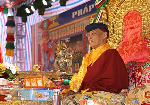 Đức Gyalwang Drukpa kêu gọi mọi người sống yêu thương bằng chính những hành động cụ thể với môi trường xung quanh.