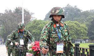 Công binh rà mìn tại Ba Đình trước giờ đón Tổng thống Mỹ