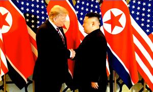 Hai ông Trump - Kim bắt tay tại Việt Nam