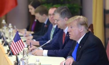 Hai cuộc hội kiến của Tổng thống Donald Trump sáng 27/2
