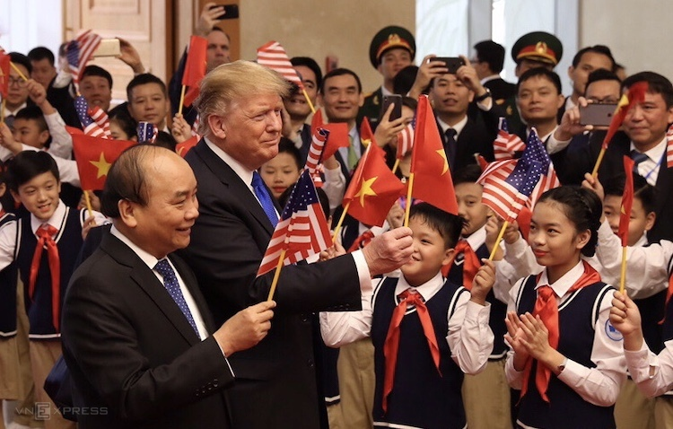 Tổng thống Trump và Thủ tướng Nguyễn Xuân Phúc tại cuộc hội kiến trưa 27.2. Ảnh: Ngọc Thành