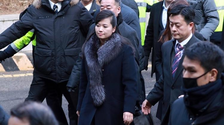 Hyon Song-wol (giữa) tại Hàn Quốc đầu năm 2018. Ảnh: AP.
