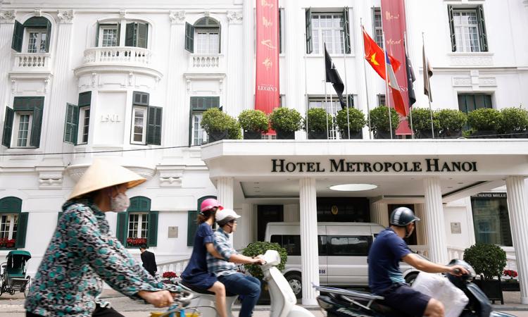 Mặt tiền khách sạn Sofitel Legend Metropole trên phố Ngô Quyền Hà Nội trước thềm hội nghị thượng đỉnh Mỹ - Triều vào ngày 27 vaf/2. Ảnh: Reuters.