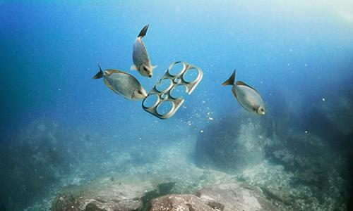 Rác thải nhựa tác động đến cả sinh vật biển sống ở nơi sâu nhất trên Trái Đất. Ảnh: Organic and Free.