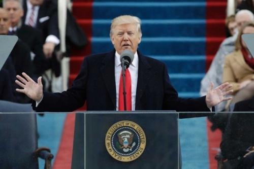 Tổng thống Mỹ Donald Trump được cho là mặc vest của Brioni trong lễ nhậm chức hồitháng 1/2017. Ảnh: Reuters.