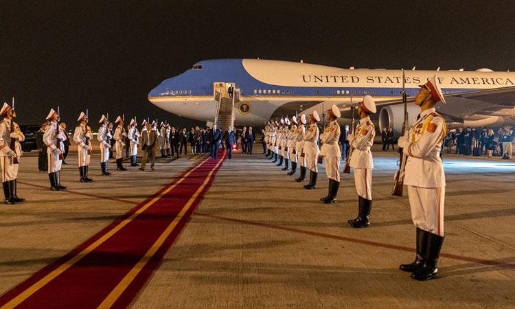 Nghi lễ chào đón Tổng thống Mỹ tại sân bay Nội Bài tối 26/2. Ảnh: Nhà Trắng.