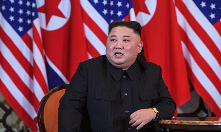 Chủ tịch Triều Tiên Kim Jong-un tại cuộc họp với Tổng thống Mỹ ở Metropole sáng nay. Ảnh: AFP.
