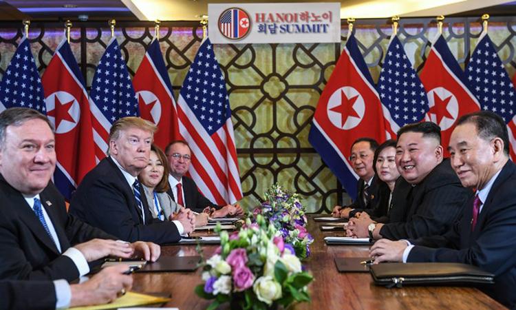 Lãnh đạo Mỹ - Triều họp mở rộng ở khách sạn Metropolehôm nay. Ảnh: AFP.