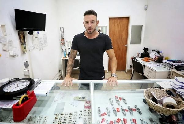 Chủ tiệm trang sức bị cướp Nicolas Garcia. Ảnh: Ignacio Sanchez.