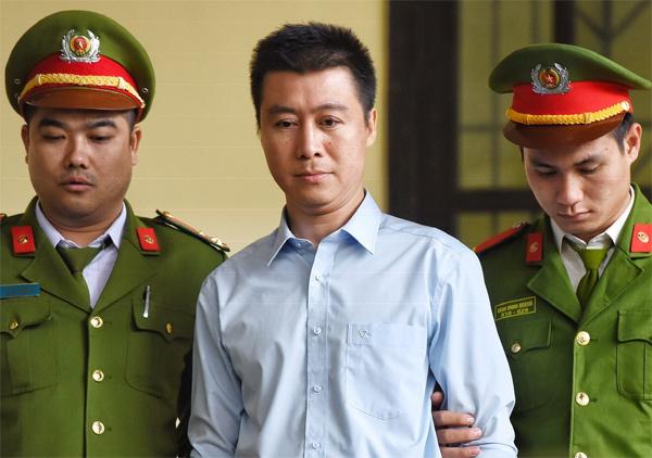 Phan Sào Nam dù không kháng cáo vẫn tiếp tục có mặt ở phiên tòa phúc thẩm. Ảnh: Phạm Dự.