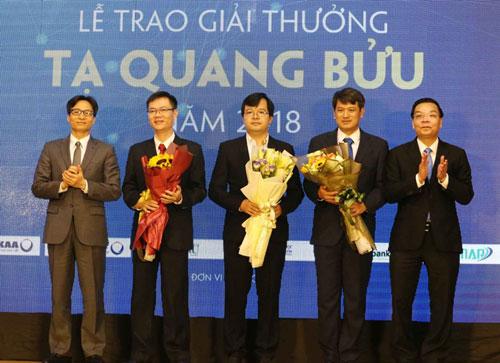 Các tác giả được trao giải năm 2018. Ảnh: Anh Tuấn.
