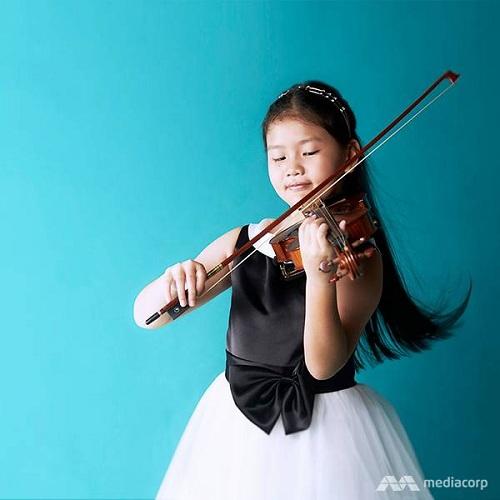 Freya Kylie Lim tập đàn violin từ năm 2 tuổi. Ảnh: Kelvin Chia