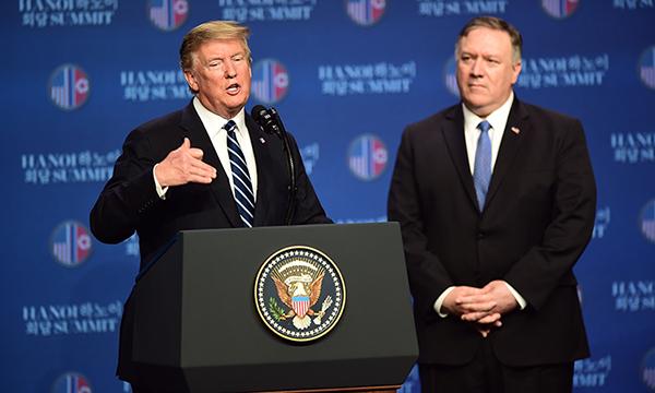 Tổng thống Trump (trái) và Ngoại trưởng Pompeo tại cuộc họp báo. Ảnh: Giang Huy