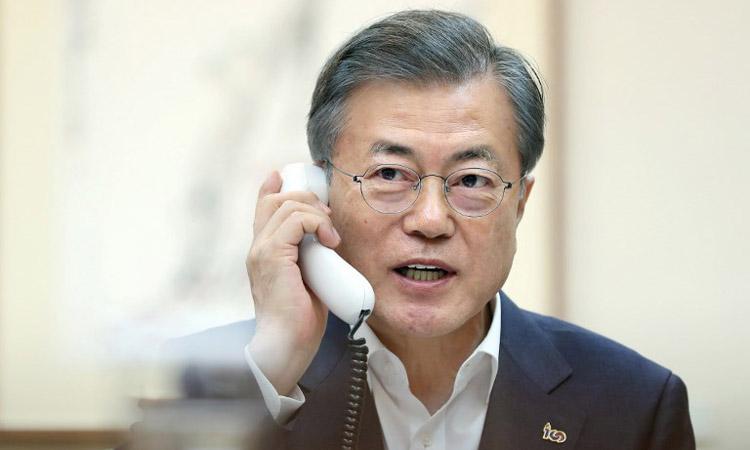 Tổng thống Hàn Quốc Moon Jae-in hôm 28/2 điện đàm với người đồng cấp Mỹ Donald Trump sau hội nghị thượng đỉnh Mỹ - Triều ở Hà Nội. Ảnh: AFP.
