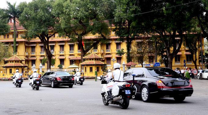 Đoàn xe ông Kim Jong-un qua các phố trung tâm Hà Nội