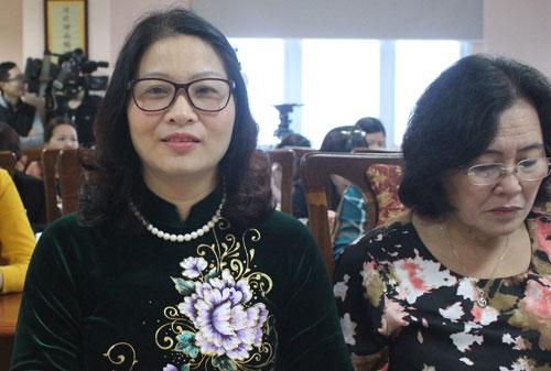 Giáo sư Nguyễn Thị Lan (áo xanh) tại buổi họp công bố giải thưởng sáng 1/3. Ảnh: Phan Minh.