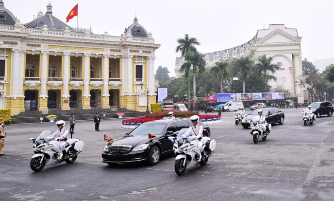 Chủ tịch Triều Tiên rời khách sạn tham dự Hội nghị thượng đỉnh Mỹ Triều ở Hà Nội hôm 28/2. Ảnh: Giang Huy