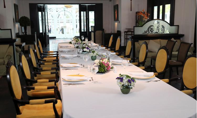 Bàn ăn trưa trống trơn sau khi Tổng thống Mỹ Donald Trump và Chủ tịch Triều Tiên Kim Jong-un rời khách sạn Sofitel Legend Metropole vào ngày 28/2 vì không đạt được một thỏa thuận chung. Ảnh: Reuters.