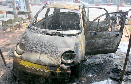Chiếc ôtô sau khi bị cháy.Ảnh: Nguyễn Khoa.