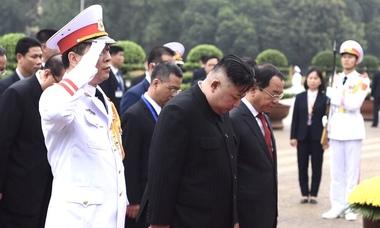Ông Kim Jong-un viếng Chủ tịch Hồ Chí Minh