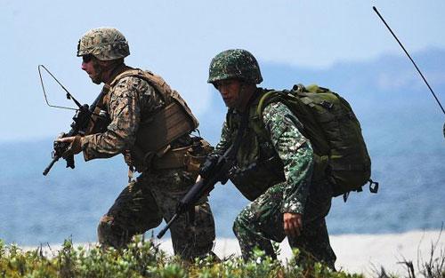 Lính Mỹ và Philippines trong một cuộc diễn tập chung. Ảnh: DefenseNews.