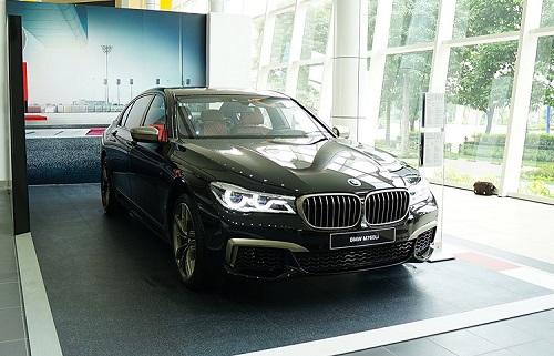 BMW M760Li tại Việt Nam.