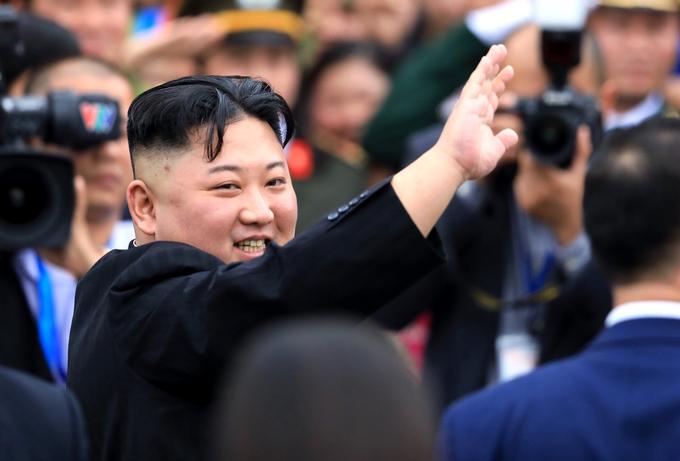 Ông Kim Jong-un chào tạm biệt Việt Nam