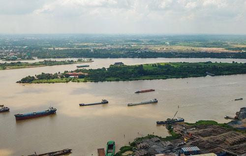 Một đoạn sông ở Đông Nam Bộ. Ảnh: Quỳnh Trần.