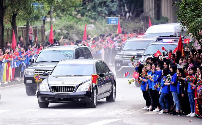 Học sinh Lạng Sơn mặc áo dân tộc tiễn ông Kim Jong-un
