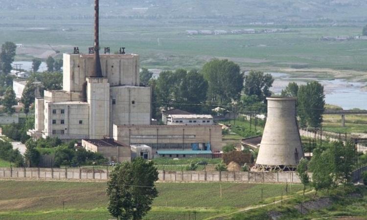 Một nhà máy hạt nhân trong khu phức hợp Yongbyon của Triều Tiên hồi năm 2008. Ảnh: Reuters.