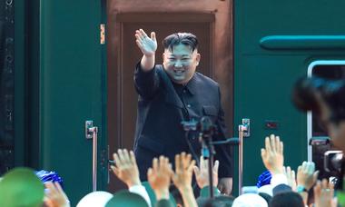 Chủ tịch Triều Tiên lên tàu về nước