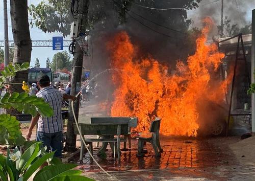 Chiếc Matiz cháy ở Vũng Tàu. Ảnh: Facebook/Gia Hoàng