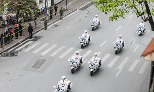 Dàn môtô đi hình tam giác cân dẫn đường cho phái đoàn Mỹ - Triều