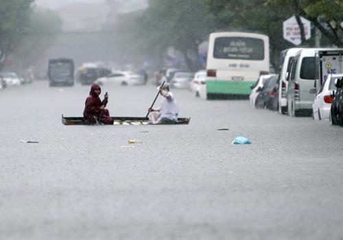 Năm 2018, người dân Đà Nẵng từng gánh chịu đợt ngập kỷ lục do mưa lớn và hạ tầng thoát nước không đảm bảo. Ảnh: Nguyễn Đông.