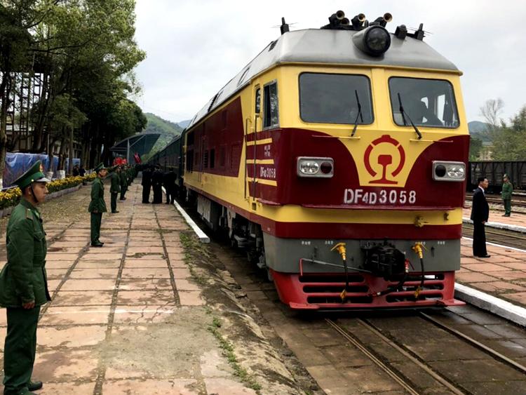 Đầu máy tàu của Trung Quốc đỗ tại ga Đồng Đăng. Ảnh: Anh Duy.
