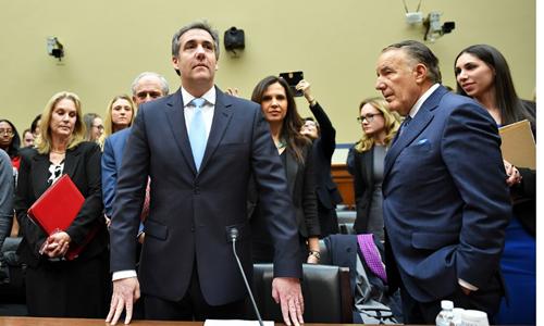 Cohen (cà vạt xanh) tại phiên điều trần trước Ủy ban Giám sát Hạ viện hôm 27/2. Ảnh: AFP.